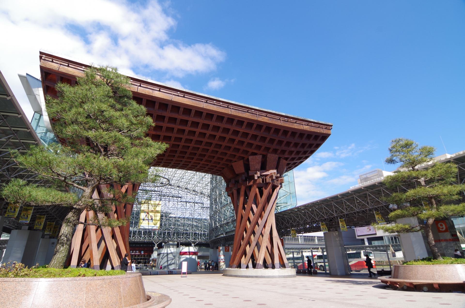 鼓門,金沢駅,観光スポット,兼六園口,東口